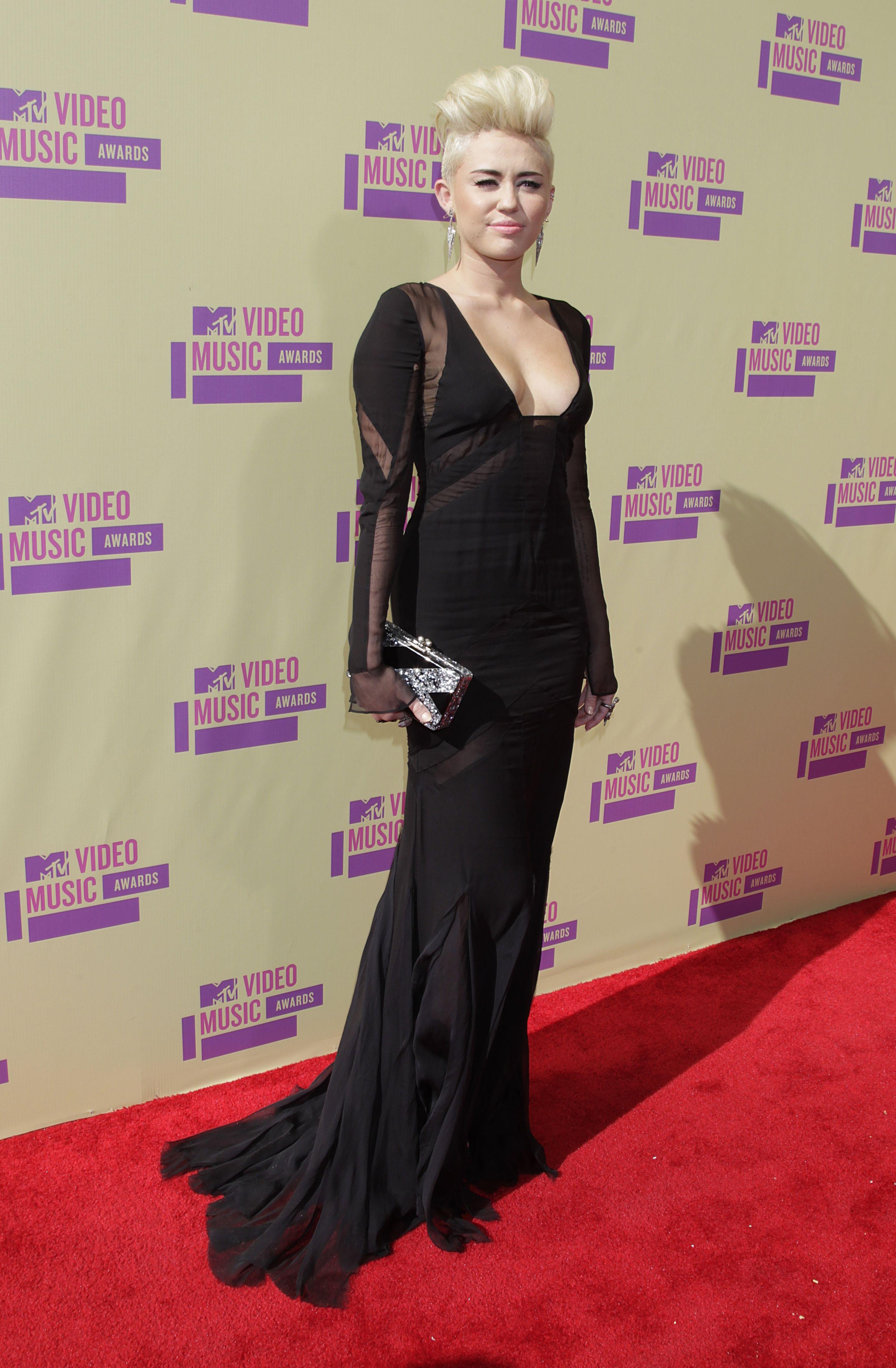 Miley-Cyrus-2012-MTV-VMA-09