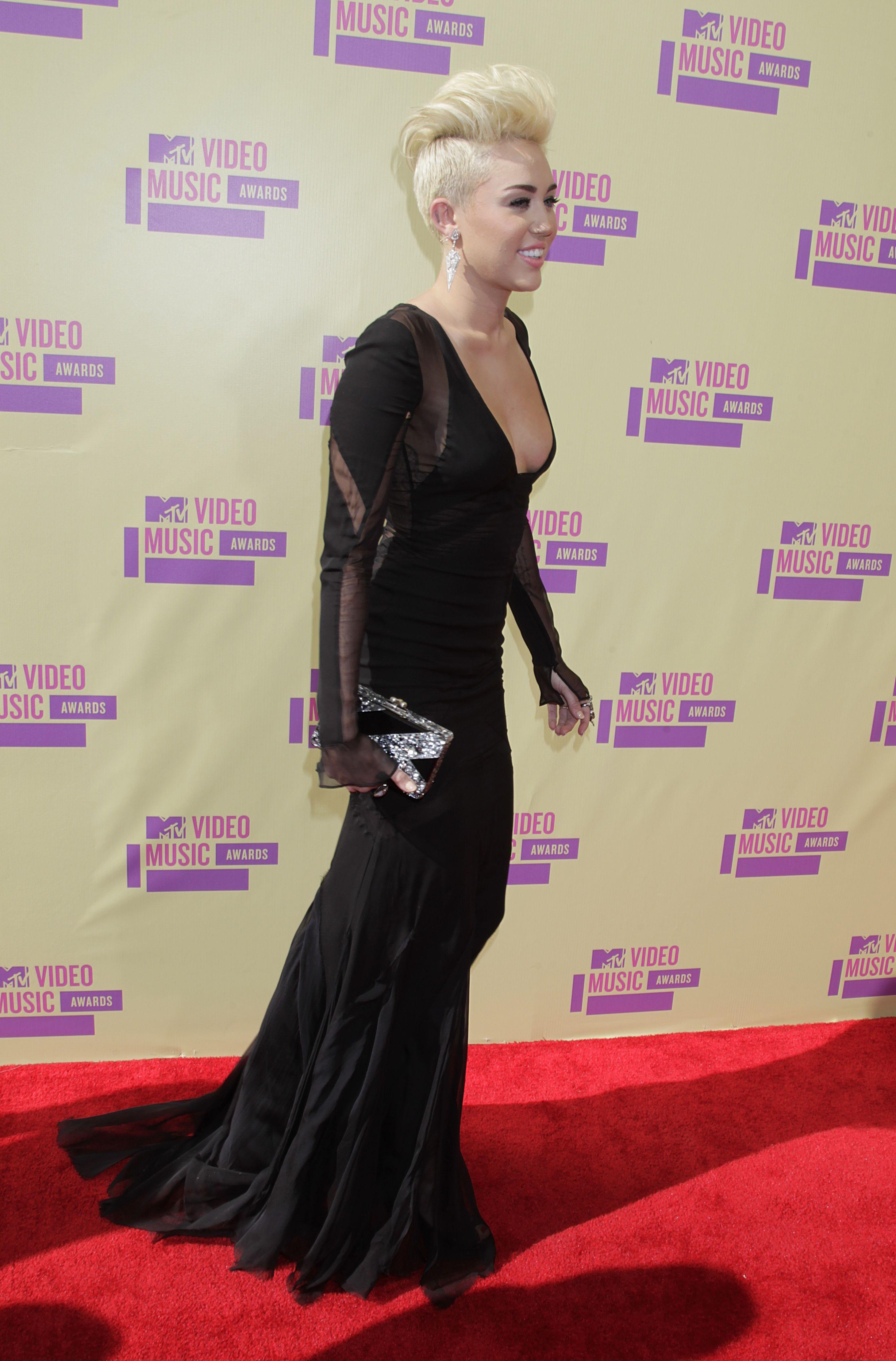 Miley-Cyrus-2012-MTV-VMA-11