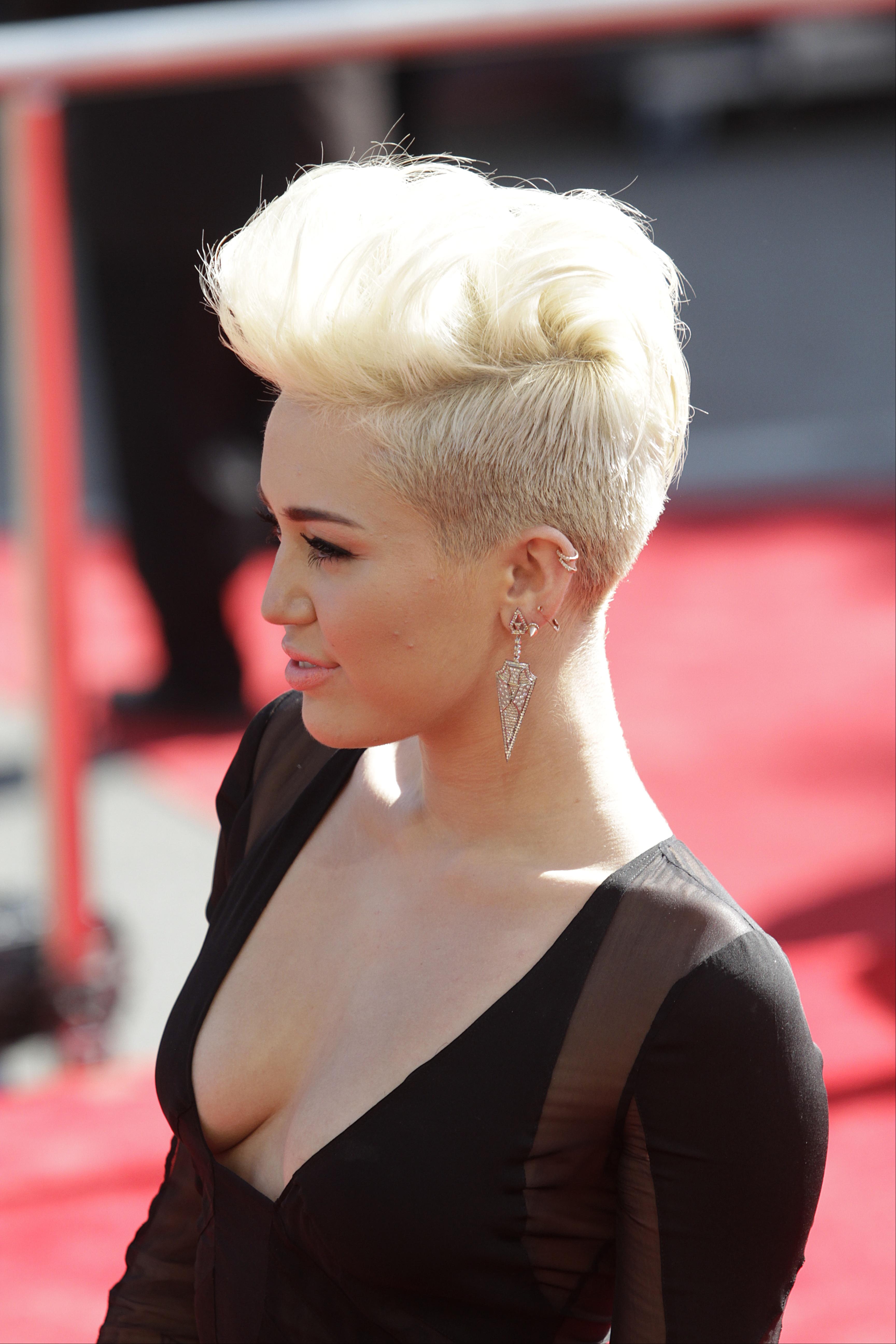 Miley-Cyrus-2012-MTV-VMA-17