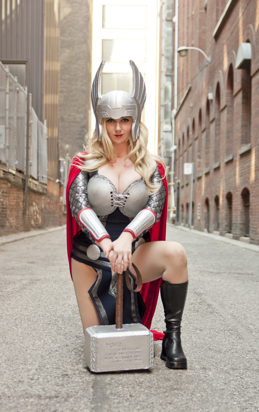 Lady-Thor-Cosplay-Lily_Spitfyre-001.jpg