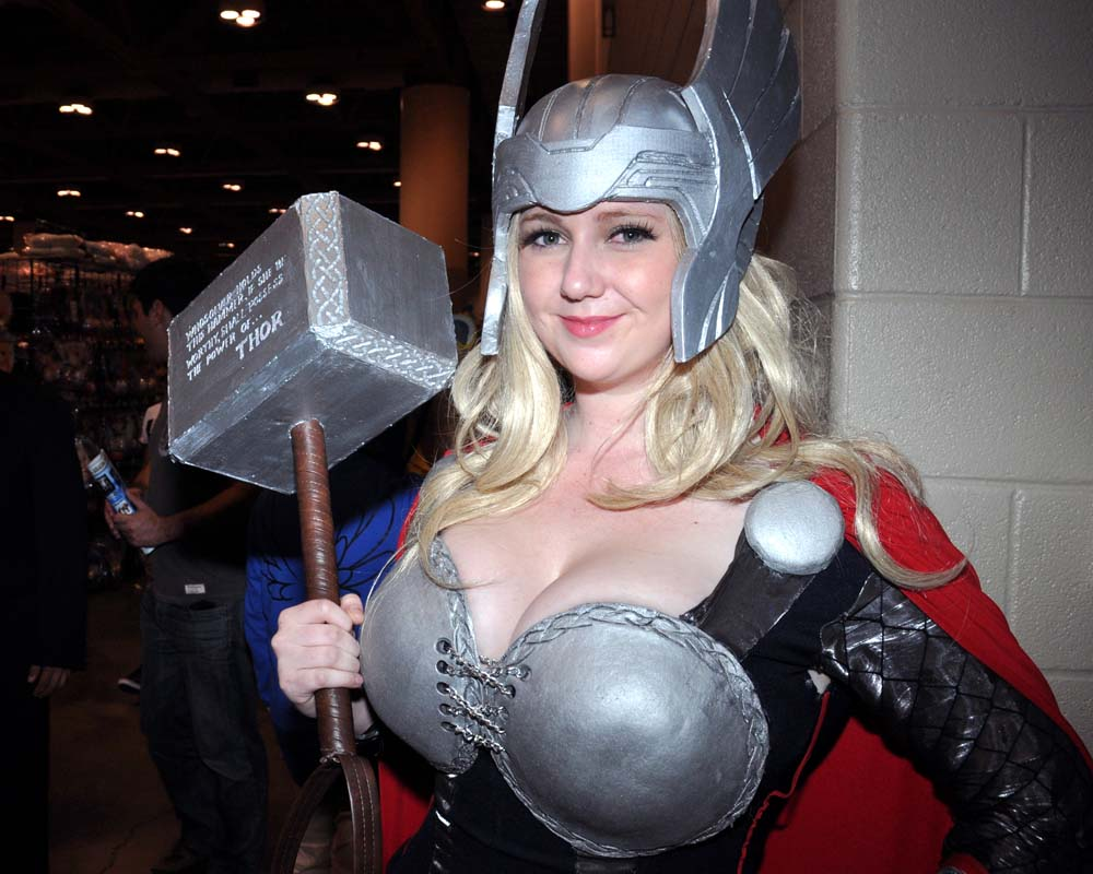 Lady-Thor-Cosplay-Lily_Spitfyre-002.jpg
