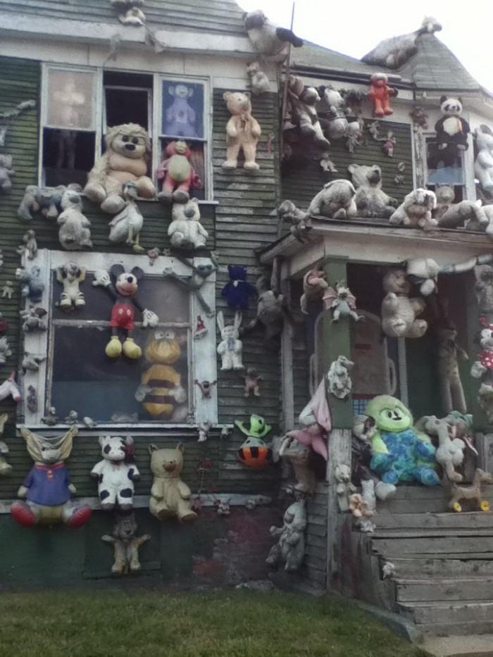 creepy furry house 700x933 creepy furry house wtf