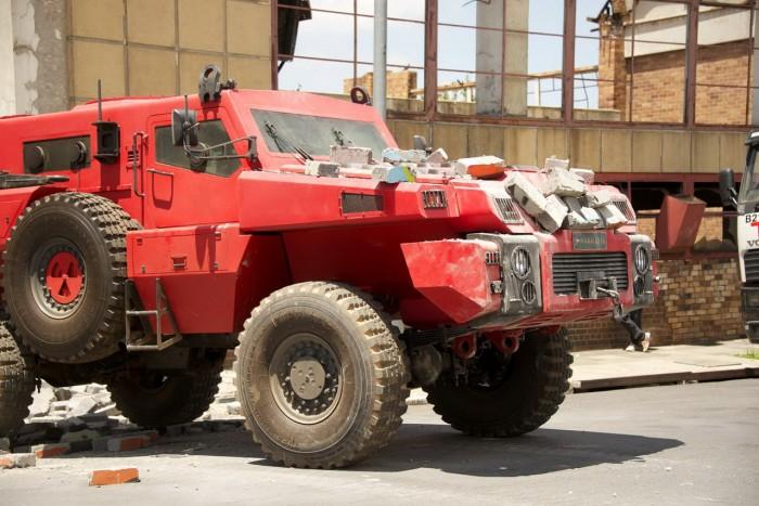 massive assault truck 700x467 massive assault truck wtf Military Cars