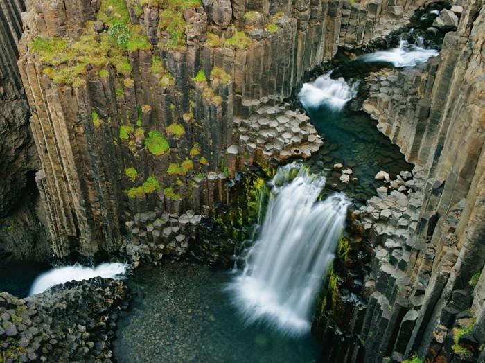 odd waterfall 700x524 odd waterfall wtf Science! Nature