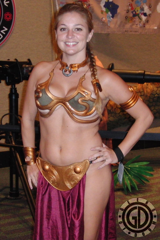 Star wars slave leia cosplay