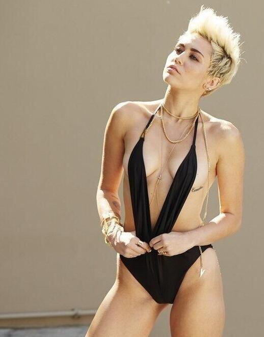 Miley_Cyrus_VijatMohindraSwim2013_4