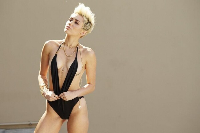 Miley_Cyrus_VijatMohindraSwim2013_5