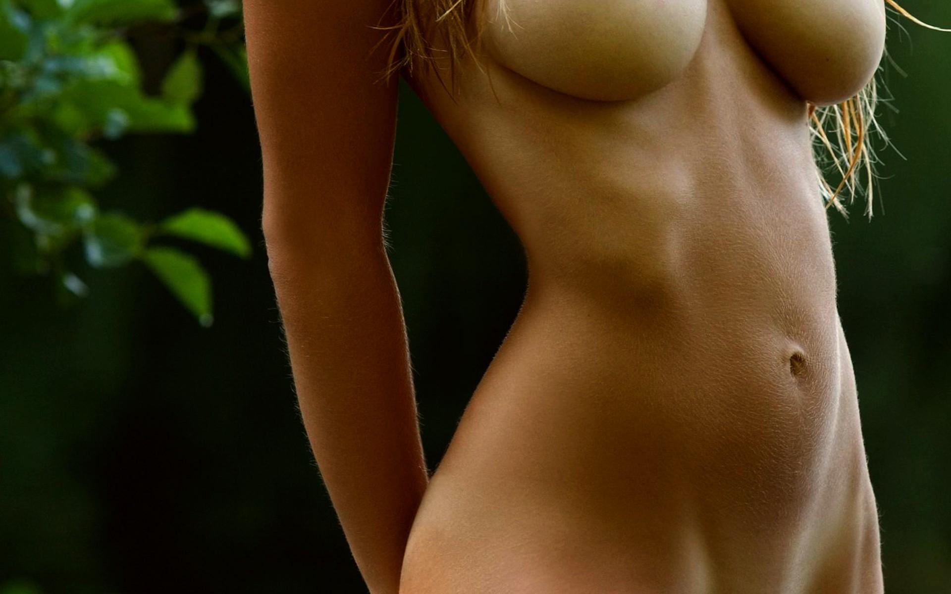 goliy-pupok-zhenskiy