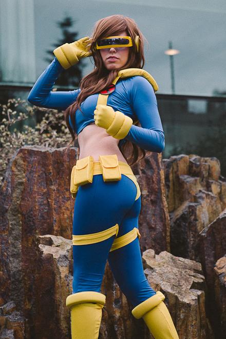 Female Cyclops cosplayer.jpg