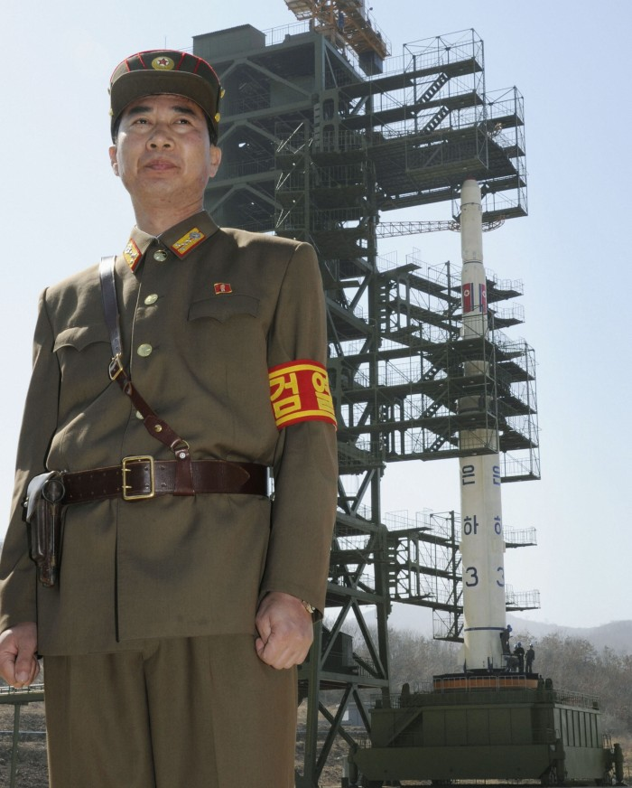 N. Korea shows rocket to foreign media