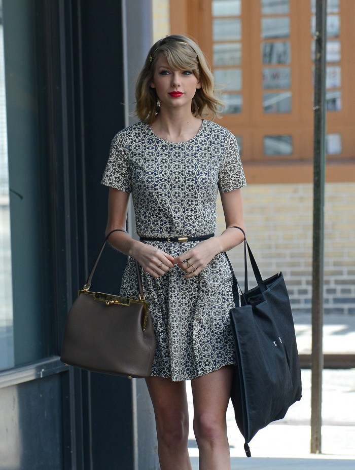 Taylor Swift goes shopping in NYC