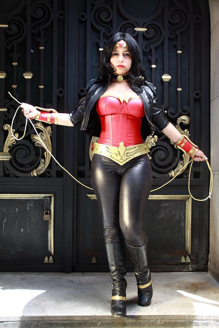 Wonder Woman – Tight Pants Cosplay.jpg
