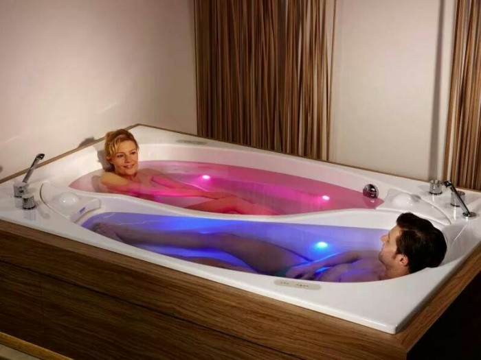 Couples Tub 700x525 Couples Tub wtf Technology