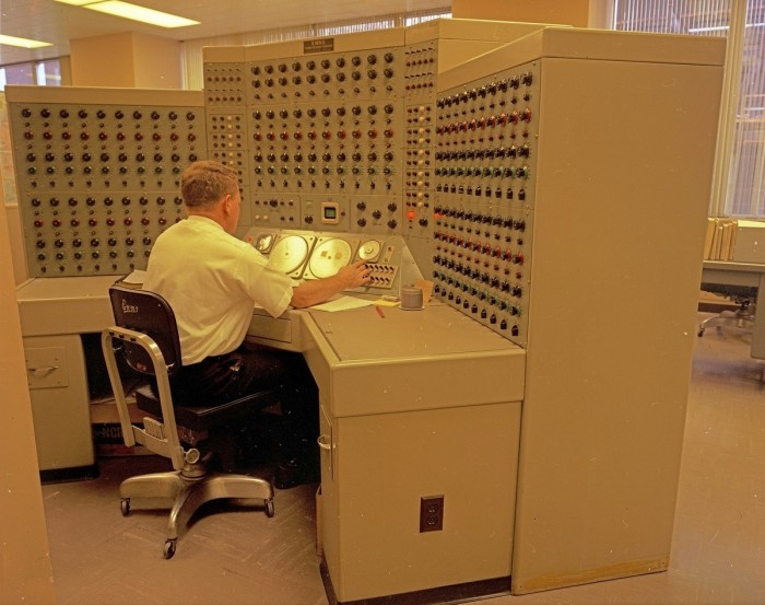 Massive Computer 700x553 Massive Computer wtf Computers