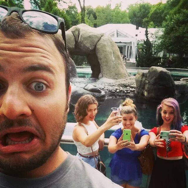selfie girls.jpg