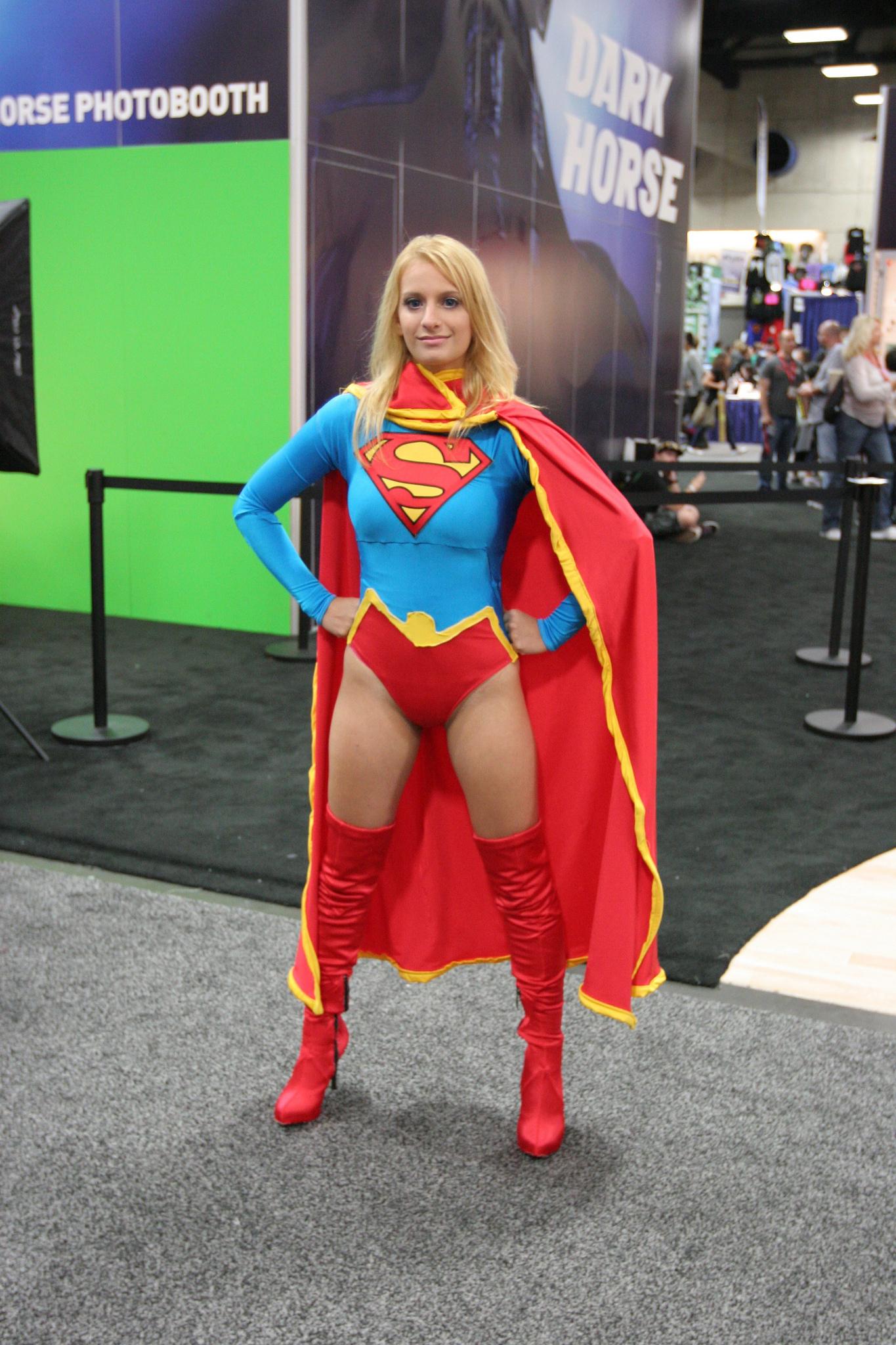 Supergirl Con Pose.jpg