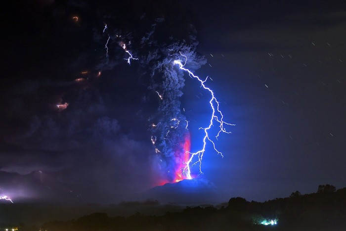Lightning flash captured during the Calbuco Volcano's eruption in Chile.jpg