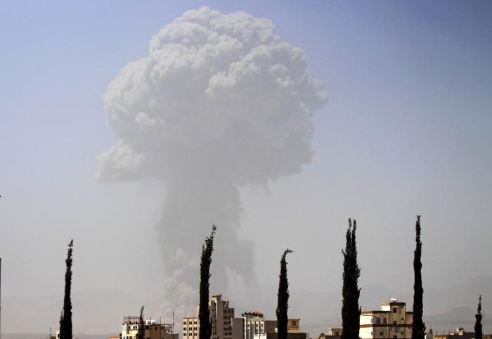 Saudi airstrike hits weapons cache 700x483 Saudi airstrike hits weapons cache wtf Weapons