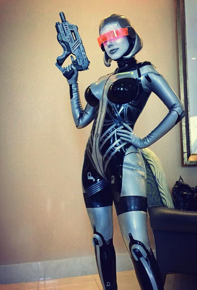 EDI (Mass Effect) Cosplay by Crystal Graziano.jpg