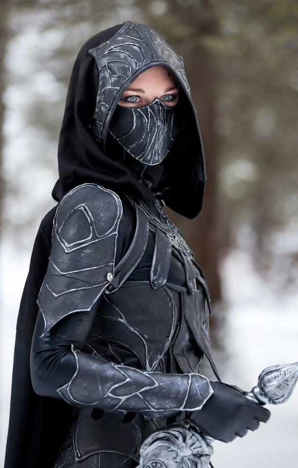 Skyrim cosplayer with awesome eyes.jpg