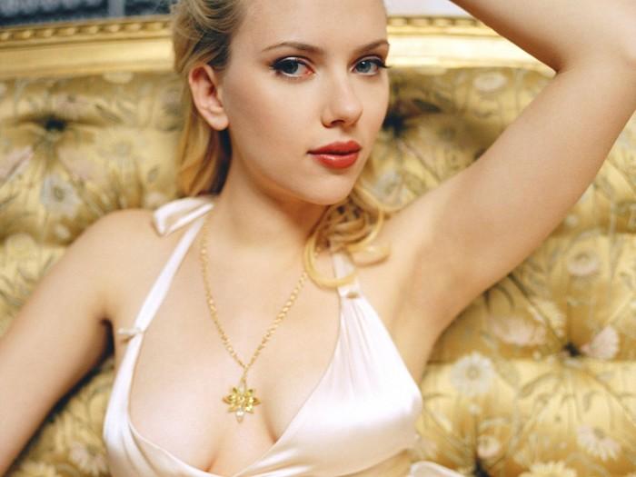 Scarlett's sexy armpit.jpg
