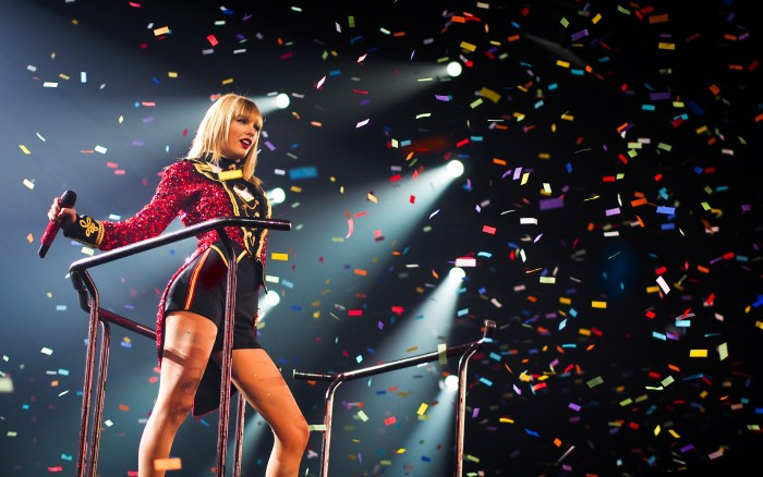 1402802183911 700x438 taylor and confitte Wallpaper taylor swift