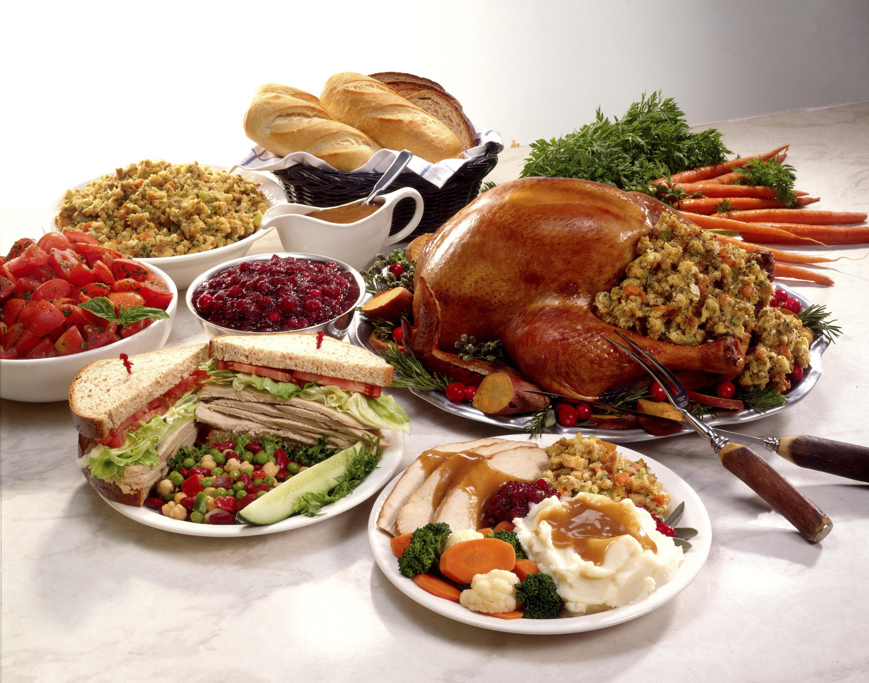 Happy Thanksgiving Wallpaper – Full Dinner.jpg