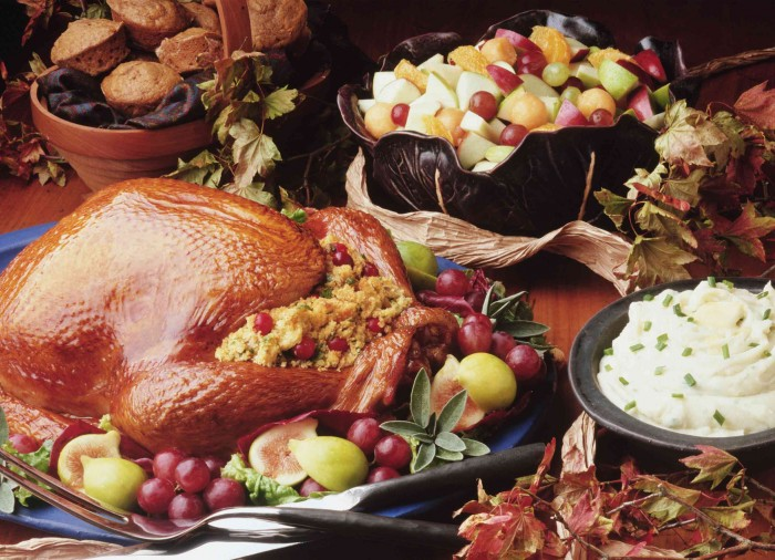 Happy Thanksgiving Wallpaper - Full Fruity Dinner with Leaves.jpg