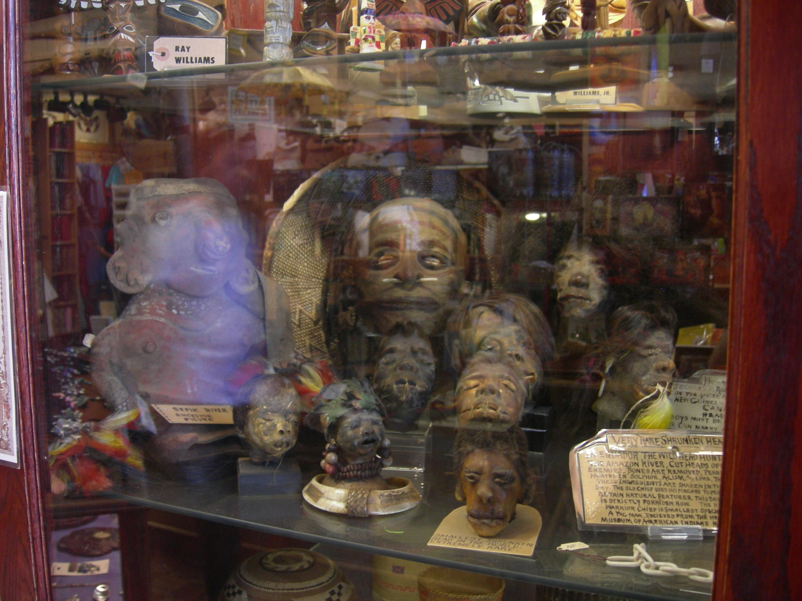 Seattle_-_Curiosity_Shop_shrunken_heads_01