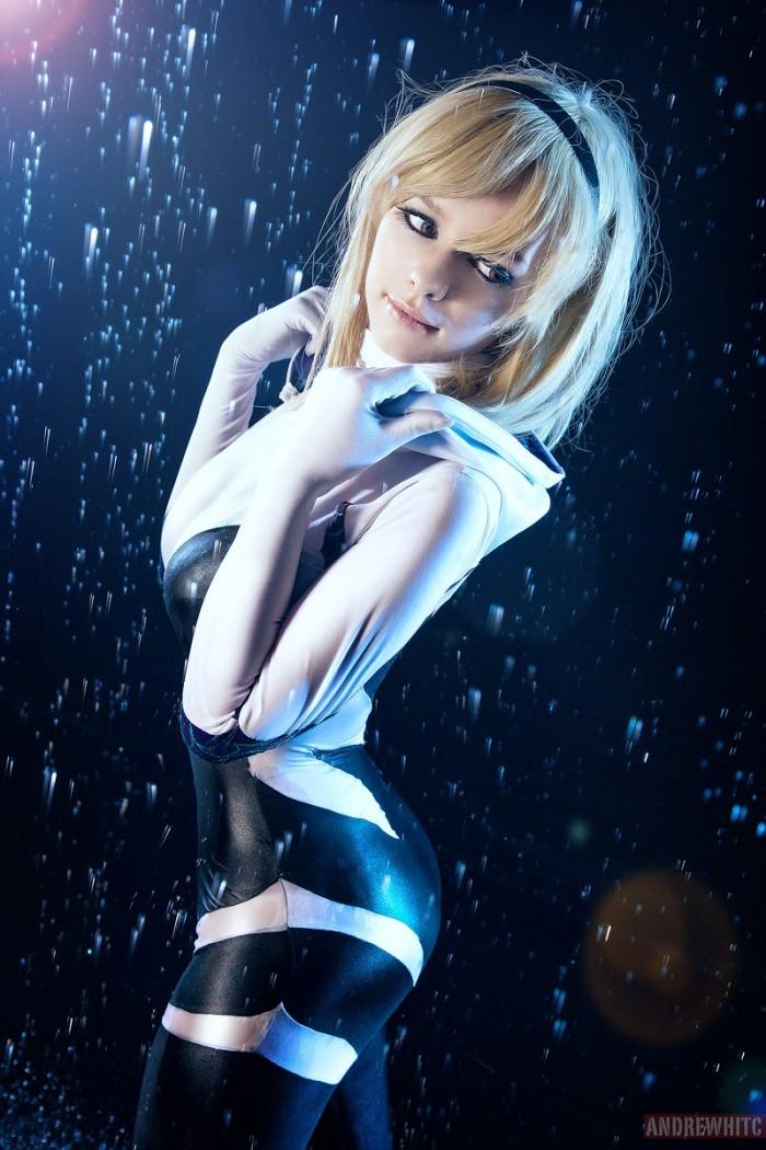 Spider-Gwen in the rain by Taorich.jpg