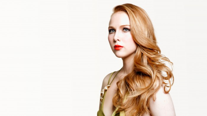 Molly Quinn with seriously red lips.jpg