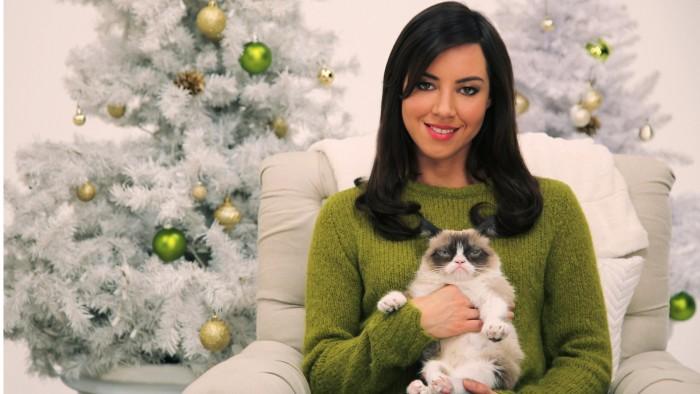 Olivia Munn and Grumpy Cat.jpg