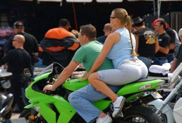 biker butt 700x476 biker butt Sexy motorcycles