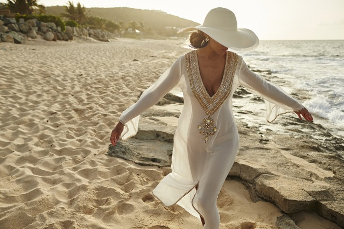 Diamonds and Gold on the beach 700x467 Diamonds and Gold on the beach Sexy fashion