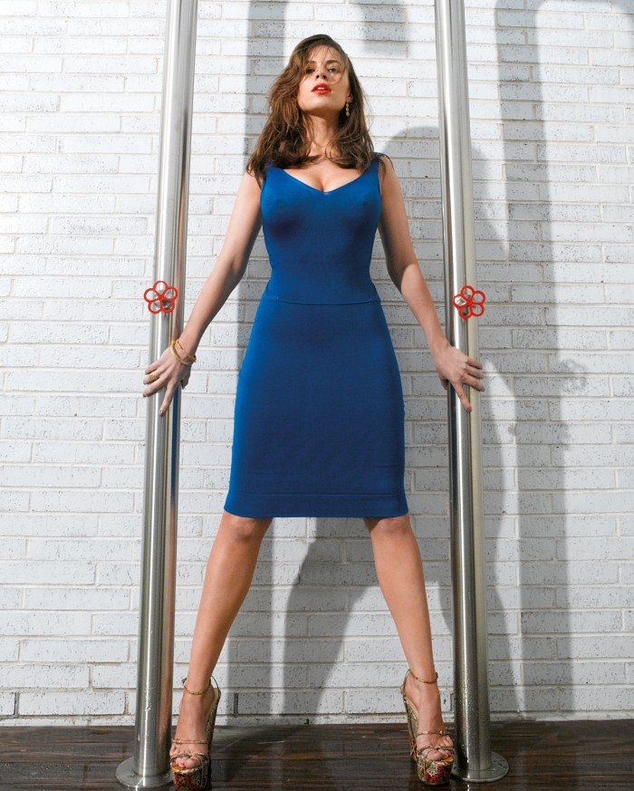Haley Atwell Blue Dress between poles 700x873 Haley Atwell   Blue Dress between poles