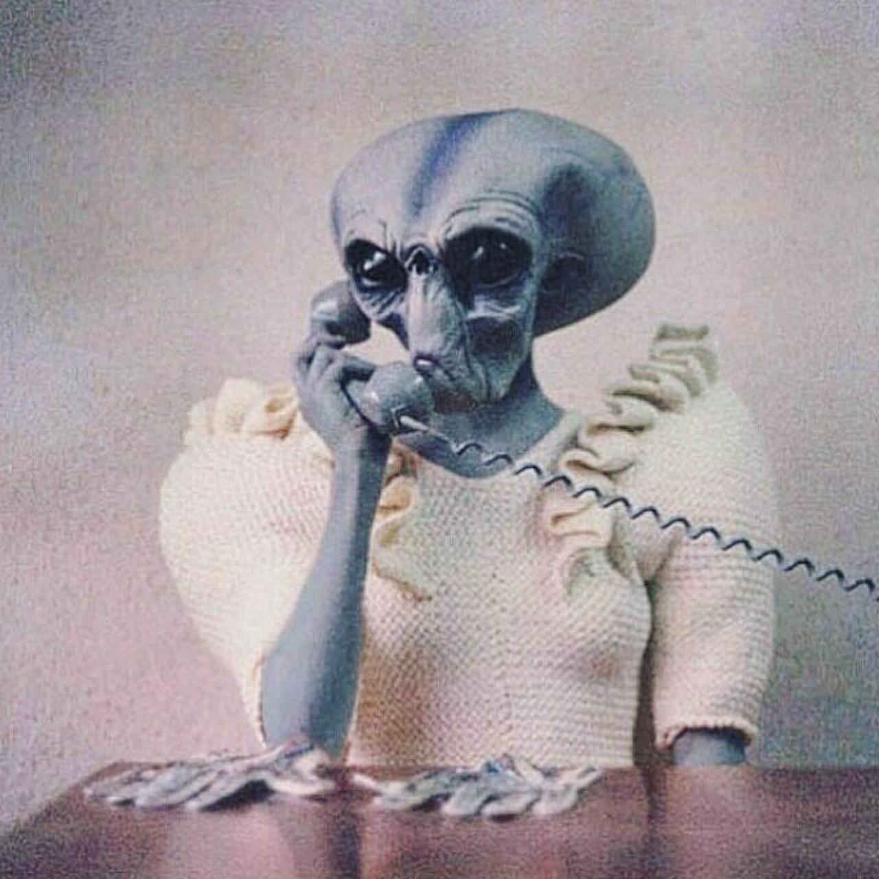 tumblr o0obyxu3zT1qal5kvo1 1280 phone home fantasty   science fiction aliens