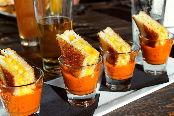 grilled mac and cheese tomoto soup shots