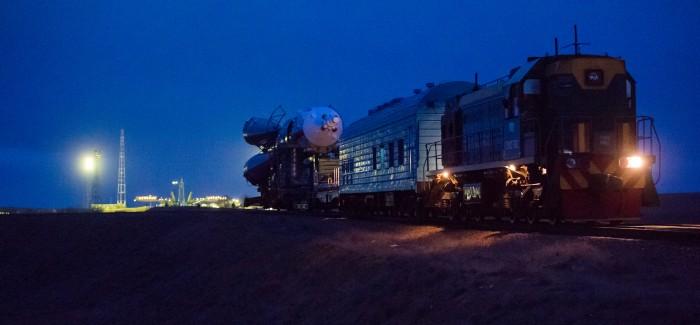 Exp 47 Soyuz Rollout (NHQ201603160008)