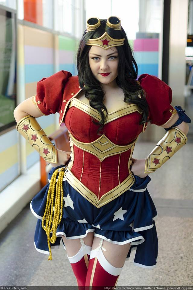 Steampunk Power Girl Rini Cosplay Wonder Woman Kotone Cosplay 001 Power Girl and Wonder Woman cosplayers