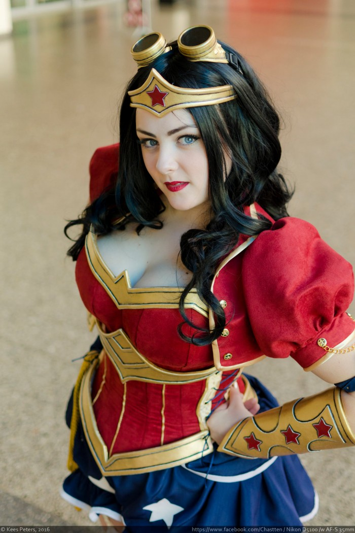 Steampunk-Power_Girl-Rini_Cosplay-Wonder_Woman-Kotone_Cosplay-007
