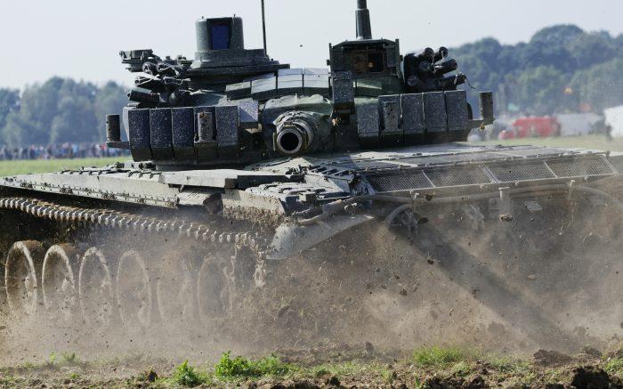 Tanks - T-72m in the mud.jpg