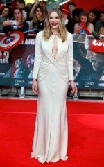 Elizabeth Olsen bangtidy net 1805550 150x241 Elizabeth Olsen – Captain America Civil War Premiere in London 26.04.16 vertical wallpaper Sexy Elizabeth Olsen