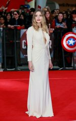 Elizabeth Olsen bangtidy net 1805558 150x238 Elizabeth Olsen – Captain America Civil War Premiere in London 26.04.16 vertical wallpaper Sexy Elizabeth Olsen