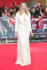 Elizabeth Olsen bangtidy net 1805595 150x225 Elizabeth Olsen – Captain America Civil War Premiere in London 26.04.16 vertical wallpaper Sexy Elizabeth Olsen