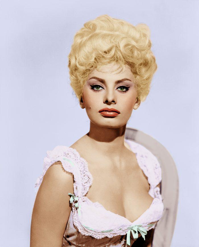 1960: Italian actress Sophia Loren, born Sofia Scicolone, in a publicity still for the 1960 film 'Heller In Pink Tights'.