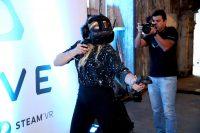 1465978147750 chloe moretz at vip alienware party e3 11 200x133 Chloe in VR Gaming Computers Chloë Grace Moritz