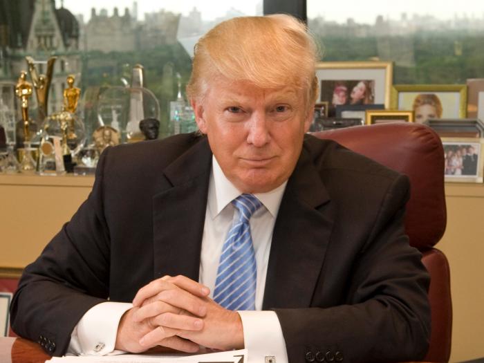 Donald Trump at his desk 700x525 Donald Trump at his desk Wallpaper donald trump