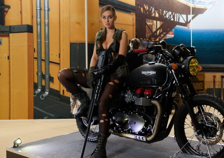 silent motorcycle cosplayer 720x508 silent motorcycle cosplayer Weapons Wallpaper Sexy NeSFW motorcycles metal gear Gaming cosplay