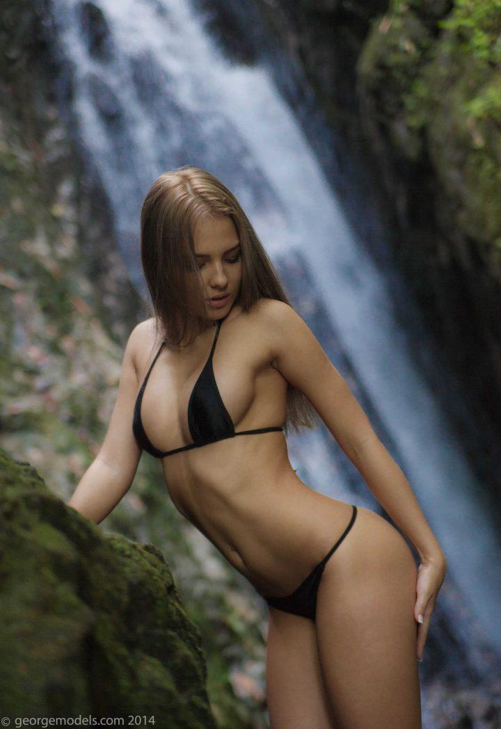lovely girl in black bikini 720x1048 lovely girl in black bikini