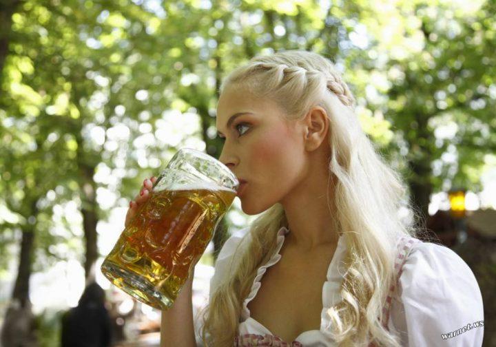 blonde drinking a beer.jpg